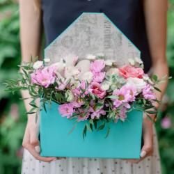 Конвертик с хризантемами, розой и орхидеей