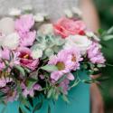 Конвертик с хризантемами, розой и орхидеей заказать