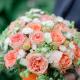 Коробка с розами, хризантемой и зеленью
