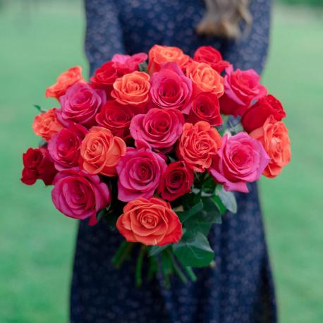 Букет из 25 роз яркий микс (Эквадор)