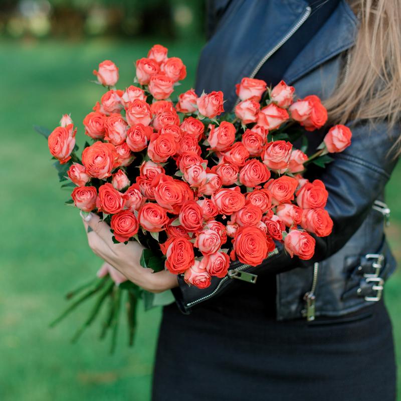 Букет из 15 кустовых роз с доставкой