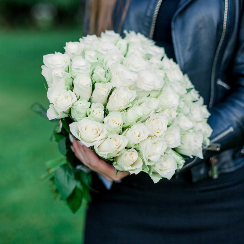 Букет 51 белая роза с доставкой