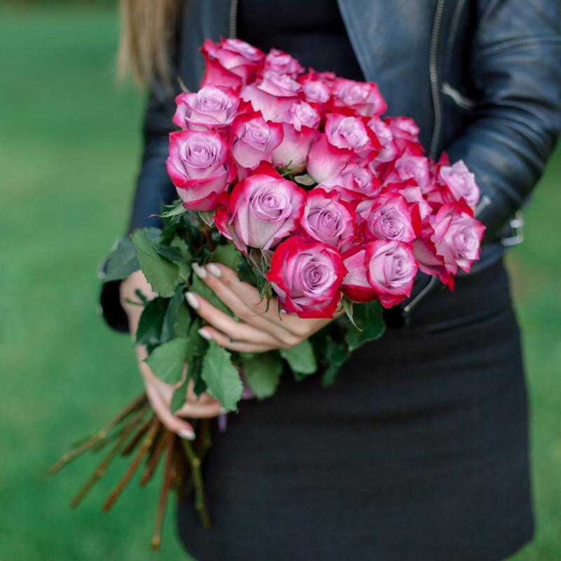 Букет из 25 роз Deep Purple (Эквадор) с доставкой