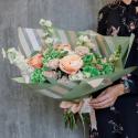 Букет с гортензией, розой и матиолой купить