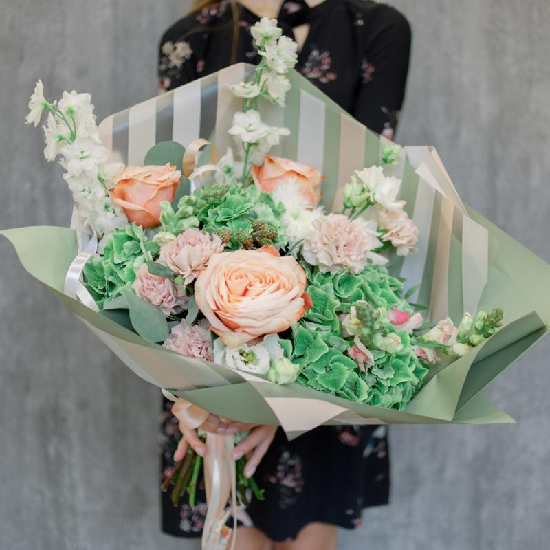 Букет с гортензией, розой и матиолой с доставкой