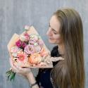 Букет с герберой, розами и лизиантусом заказать