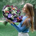 Букет с орхидеей, брассикой и альстромерией заказать