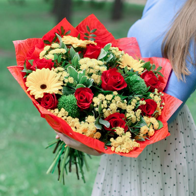 Букет с розами, герберами и хризантемой с доставкой