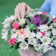 Букет в коробке с розами, хризантемой и брассикой