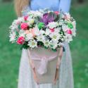 Букет в коробке с розами, хризантемой и брассикой заказать