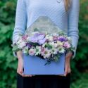 Конвертик с хризантемами и орхидеей с доставкой