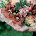 Букет с орхидеями, розами и лизиантусом купить