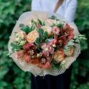 Букет с орхидеями, розами и лизиантусом заказать