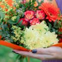 Букет с кустовой розой, герберой и хризантемами купить