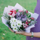 Букет с брассикой, лизиантусам и хризантемой