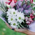 Букет с брассикой, лизиантусам и хризантемой купить