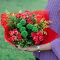 Букет с кустовыми розами и кустовой хризантемой с доставкой