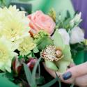 Букет с хризантемой, розой, альстромериями и орхидеей купить