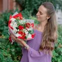 Букет с красными розами, альстромериями и белыми гвоздиками заказать