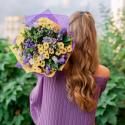 Букет с колокольчиками, хризантемами и ирисами заказать