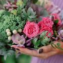 Букет с брассикой, кустовой розой и альстромерией купить
