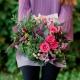 Букет с брассикой, кустовой розой и альстромерией