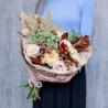 Букет с зеленой гортензией, розами и дубовыми веточками