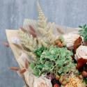 Букет с зеленой гортензией, розами и дубовыми веточками заказать