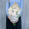 Букет с кремовыми розами и белыми альстромериями купить