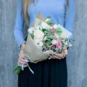 Букет с розами, лизиантусами и эвкалиптом купить