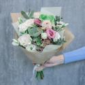 Букет с розами, лизиантусами и эвкалиптом заказать