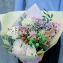 Букет с розами, герберами и эвкалиптом купить