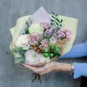 Букет с розами, герберами и эвкалиптом заказать