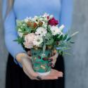 Букет в стаканчике с розами. хризантемами и ягодками купить