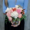 Букет в стаканчике с розами и гвоздикам купить
