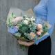 Букет с розами, брассикой и суккулентом