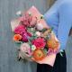 Букет с пионами, розами и лизиантусом