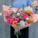 Букет с пионами, розами и лизиантусом купить