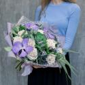 Букет с розами, орхидеями и брассикой купить