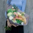 Букет с зеленой гортензией, розами и антуриумом купить