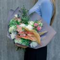 Букет с зеленой гортензией, розами и антуриумом с доставкой