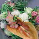 Букет с зеленой гортензией, розами и антуриумом заказать