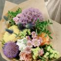 Букет с эрингиумом, хризантемами, розой и гвоздикой купить