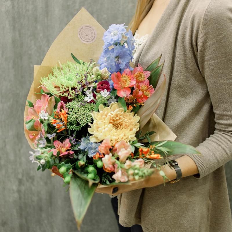 Букет с хризантемами, альстромериями и антирринумом с доставкой