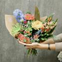 Букет с хризантемами, альстромериями и антирринумом заказать