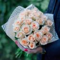 Букет из 25 кремовых роз (Россия) с доставкой