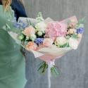 Букет с розовой гортензией, розами и гиацинтами с доставкой