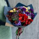 Букет с гвоздиками, кустовыми розами и амариллисом с доставкой