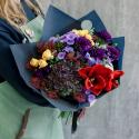 Букет с гвоздиками, кустовыми розами и амариллисом заказать