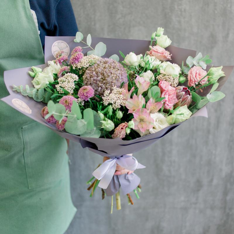 Букет с альстромериями, хризантемами и аллиумом с доставкой